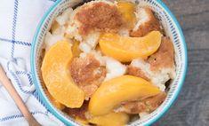 Southern Peach Cobbler Recipe Paula Deen Peach Cobbler Recipe, Southern Peach Cobbler, Desserts Menu, Delicious Desserts, Dessert Recipes, Fruit Recipes, Sweet Recipes, Soup Recipes, Peach Conbler