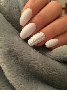 20 Fabulous Free Winter Nail Art Ideas — remajacantik Winter is here and brings countless different styles of fashion and glorious trends. At Halloween and Christmas festivities, as well as other important events, you can look at exotic nail art ideas. White Nail Art, Blue Nail, White Nails, Xmas Nails, Holiday Nails, Cute Nail Colors, Christmas Nail Art, Winter Christmas, Christmas Cookies
