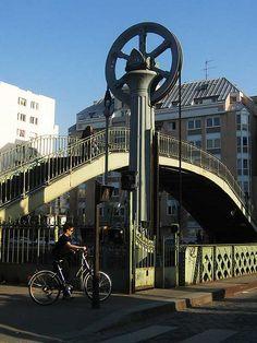Roue à crémaillère du Pont Levant, rue de Crimée, Paris XIX