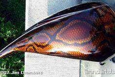 Resultado de imagen para snakeskin airbrush art on motorcycles Motorcycle Paint Jobs, Motorcycle Tank, Air Brush Painting, Car Painting, Custom Harleys, Custom Motorcycles, Dark Fantasy Art, Chopper, Motos Harley Davidson
