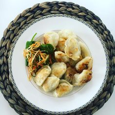 Dumplings - filled pillows of dough - by any other name 😆 Healthy Food, Healthy Recipes, Thanksgiving Food, Frugal Meals, Dumplings, Catering, Healthy Lifestyle, Food And Drink, Pasta
