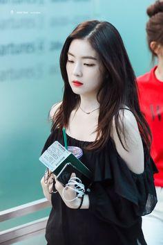 Irene- can anything be more perfect than her Red Velvet アイリーン, Irene Red Velvet, Seulgi, Kpop Girl Groups, Kpop Girls, Jw Moda, Red Velet, Rapper, Tips Belleza