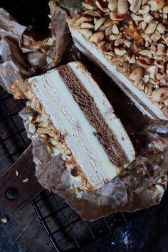 SNICKERS BEZ PIECZENIA - ciasto na herbatnikach z kremem z mleka w proszku Delicious Desserts, Yummy Food, Tasty, Dessert Cake Recipes, Cake Decorating, Bakery, Sweet Treats, Food And Drink, Sweets