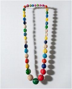 Manon van Kouswijk / Heart Beads / 2007 / Hout / Ze veranderd een welbekend product (de parelketting) in een speelse ketting / LM