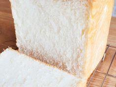 減らした分量をおススメします→ 17 →耳も柔らかく、食感が軽くなり、より乃が Bread Machine Recipes, Bread Recipes, Japanese Bread, Cooking Bread, How To Make Bread, Allrecipes, Vanilla Cake, Bakery, Food And Drink
