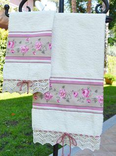 """COPPIA SPUGNE Linea FIORDALISO - PatriziaB.com  Delizioso questo set di asciugamani della linea """"Fiordaliso""""  ideale per dare un tocco chic e romantico alla vostra sala da bagno"""