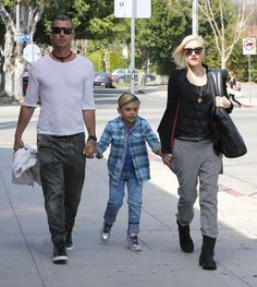 Gwen Stefani takes her boys Kingston and Zuma for a hike and later out to lunch