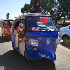 Equipaggio pronto il #calessinoblu in partenza con @onnis4president e @ilarega... #TheGIRA comincia in allegria! Si va!!! #greatcomeback www.thegira.it