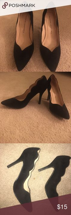 Black heels Scalloped super cute black heels! Perfect for work or going out on the town. Chinese Laundry Shoes Heels