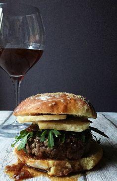 wine burger: spicy wine jam, parmesan cheese & fresh arugula leaves