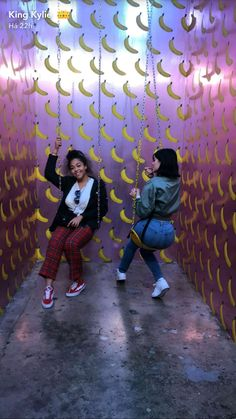 Kylie Jenner was enjoying a day out with her best pal Jordyn Woods at the Museum Of Ice Cream in Los Angeles, larking about together on Sunday afternoon. Looks Kylie Jenner, Kyle Jenner, Kendall And Kylie Jenner, Cute Swag Outfits, Cute Summer Outfits, Kardashian Style, Kardashian Jenner, Kylie Jenner Snapchat, Trajes Kylie Jenner