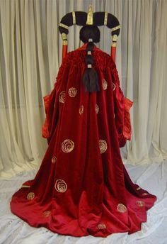 Queen Amidala's senat gown 2 by azdaja on DeviantArt Reina Amidala, Queen Amidala, Amidala Star Wars, Star Wars Padme, Star Wars Halloween Costumes, Hollywood Costume, Star Wars Outfits, Star Wars Light Saber, Fantasy Dress