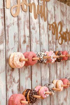 Donuts glaseados y con cobertura de chocolate para la mesa dulce. #bodasnet #dulce #pasteles #chocolate #españa #novios2019 #candybar #donut #bodas2019 Candy Bar Wedding, Wedding Day, Party Hire, Candy Table, Open House, Event Design, Ideas Para, Donuts, Wedding Planner