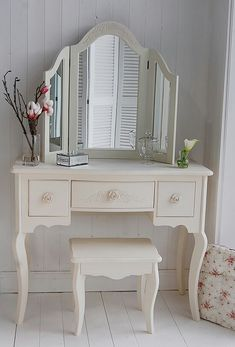 Join us and discover de best selection of luxury dressing table design inspirations at http://www.maisonvalentina.net/