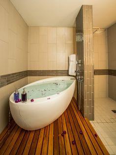 Omg, this bathtub would make me so happy!