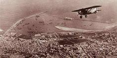 Survol du port de Casablanca par un appareil de l'Aéropostale
