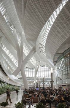 sculptural hong kong west kowloon station opens to the public Hong Kong Architecture, Architecture Awards, Modern Architecture, Guggenheim Museum Bilbao, Triangle House, Airport Design, Studio Interior, Interior Design, New York Photos
