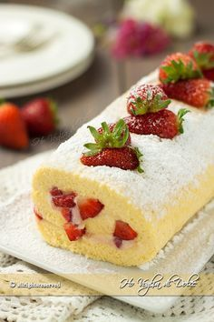 Rotolo con crema e fragole, che bontà! Delicious Desserts, Yummy Food, Italian Pastries, Torte Cake, Sweet Cakes, Something Sweet, Cake Cookies, Cake Recipes, Cheesecake
