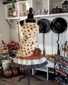 Halloween Apron, Pretty Halloween, Happy Halloween, Halloween Night, Vintage Halloween, Halloween Parties, Farmhouse Halloween, Halloween Kitchen, Retro Apron