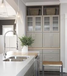 Streamlined farmhouse kitchen