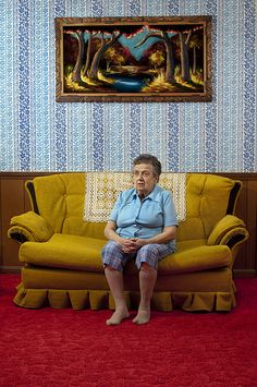 It looks like Aunt Lois just got nabbed for stealing a painting from the art gallery...she was trying so hard  to be a work of art herself with pants that matched the wallpaper and the blue of the blouse matching the artwork...