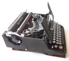 HTF Vintage British Olivetti Glasgow Studio 42 Portable Manual Typewriter Circa 1940s Made in Italy