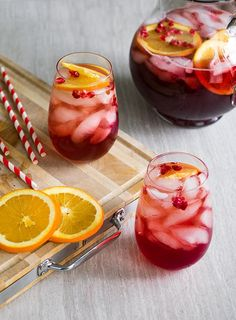 Sparkling Holiday Punch (alcoholic and non-alcoholic) This Sparkling Christmas Punch is a satisfying holiday punch made of cranberry, pomegranate, and orange flavors to create a delightful drink for your holiday party or for yourself! Alcoholic Punch Recipes, Sangria Recipes, Drinks Alcohol Recipes, Non Alcoholic Drinks, Yummy Drinks, Drink Recipes, Party Recipes, Beverages, Fancy Drinks
