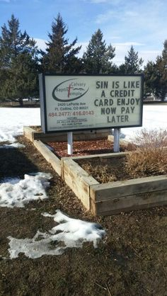 credit card photography Sin is like a credit card, enjoy now, pay later. Church Sign Sayings, Funny Church Signs, Church Humor, Church Quotes, Christian Jokes, Christian Life, Christian Messages, Religious Humor, Religious Sayings