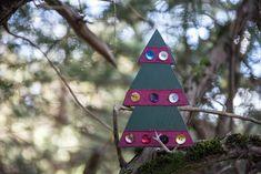 Έλατο ξύλινο με κορδέλα και κουμπιά, πράσινο Christmas Decorations, Christmas Ornaments, Holiday Decor, Bird, Outdoor Decor, Home Decor, Decoration Home, Room Decor, Christmas Jewelry