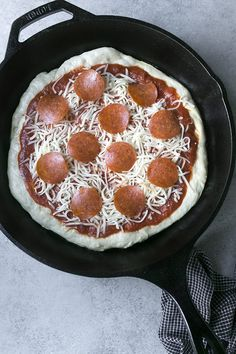 How to Bake Pizza on a Cast Iron Skillet eHow is part of pizza - Cast iron skillet pizza is perfect for those who love a thick crust that's crispy on the outside and soft on the inside Cast Iron Pizza Recipe, Small Cast Iron Skillet, Cast Iron Skillet Cooking, Iron Skillet Recipes, Cast Iron Recipes, Skillet Meals, Skillet Bread, Pizza Bake, Pizza Dough
