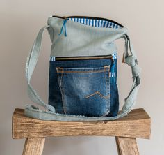(T5)schoudertas van gerecyclede jeans door www.tofstofcreaties.nl