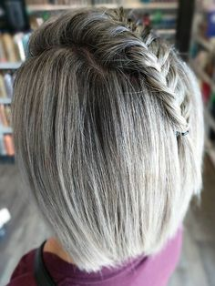 Sans titre - Transitioning To Grey Hair - cheveux Lilac Hair, Pastel Hair, Blue Hair, White Hair, Grey Hair Journey, Red Scene Hair, Silver Haired Beauties, Change Hair Color, Transition To Gray Hair