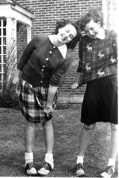 VINTAGE ~ Two friends wearing fashion of the times, and saddle shoes! Vintage Photographs, Vintage Photos, 1940s Fashion, Vintage Fashion, Women's Fashion, 1920s, Bobby Socks, Saddle Shoes, Women's Shoes