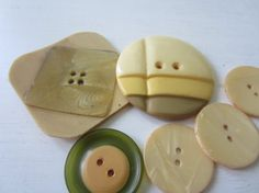 Vintage Buttons lot of 6 feather weight cream and by pillowtalkswf, $5.95
