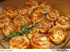Pizza kroužky Czech Recipes, Cooking Recipes, Healthy Recipes, Appetizer Dips, Appetisers, Winter Food, Food Inspiration, Tapas, Food Porn