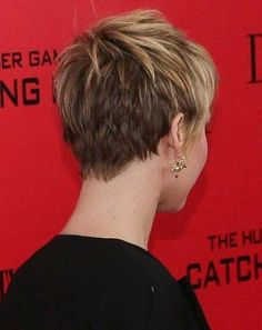 Jennifer Lawrence's Cool Messy Dirty Blonde-colored Pixie Hairstyle