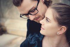 👫Pärchenshootings. In einigen Jahren sind es doch die Erinnerungen, die einen in die Emotionen und Geschichten der gemeinsamen Vergangenheit eintauchen lassen. Solche Fotos sind einfach Zeitzeugen, die Du Dir sicherlich gerne anschaust und damit in schönen  Erinnerungen schwelgen kannst. *** #love #couple #cute #adorable #kiss #kisses #hugs #romance #forever #girlfriend #boyfriend  #together #photooftheday #happy #beautiful #instalove #loveher #lovehim #pretty #fun #smile #fotografinkärnten Portrait, Pearl Earrings, Pearls, Photography, Beautiful, Jewelry, Fashion, Pictures, Past