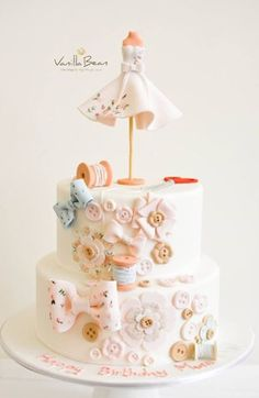 Sewing cake Pretty Cakes, Cute Cakes, Beautiful Cakes, Amazing Cakes, Baby Cakes, Girl Cakes, Cupcake Cakes, Bolo Chanel, Sewing Cake