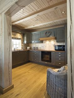 Discover recipes, home ideas, style inspiration and other ideas to try. Log Home Interiors, Cottage Interiors, Log Home Decorating, French Country Decorating, Log Cabin Kitchens, Narrow House Plans, Grey Kitchen Cabinets, Wooden House, Log Homes