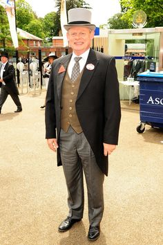 Martin Clunes Photos Photos - Martin Clunes wears a top hat during day five of the Royal Ascot Horse Races. - Day Five of the Royal Ascot Horse Races