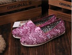 toms outlet$17
