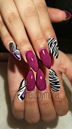 Stiletto Nails instagram @nailsbymona_