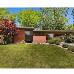 The Gilmore House, Arapahoe Acres, Englewood, Colorado. 124 unique homes were constructed in this post World War II subdivision between 1949 and 1957. You're right @hickeyickyicky these homes are rad! #midcenturymodern  #historic #homes #character #design
