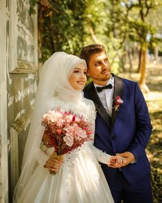 Bridal Hijab, Disney Wedding Dresses, Hijab Bride, Muslim Brides, Wedding Hijab, Pakistani Wedding Dresses, Muslim Couples, Malay Wedding Dress, Couple Wedding Dress