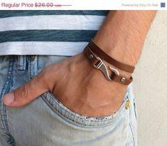 He encontrado este interesante anuncio de Etsy en https://www.etsy.com/es/listing/201518127/onsale-20-off-mens-bracelet-mens-leather