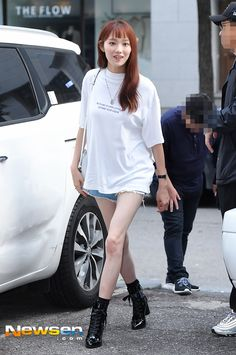 Lee Sung Kyung Fashion, Nam Joo Hyuk Lee Sung Kyung, Korean Airport Fashion, Korean Fashion Trends, Korean Actresses, Korean Actors, Weightlifting Fairy Kim Bok Joo, Korean Celebrities, Celebs