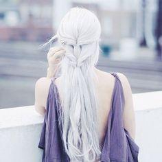 Hair tutorial today inspired by my new favorite blonde, Khaleesi! Grey Hair, Blue Hair, Long White Hair, Cute Hairstyles, Braided Hairstyles, Modelo Albino, Hair Inspo, Hair Inspiration, Grunge Hair