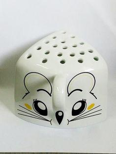 Queijeira Ratinho - 10 x 9 x 13 cm