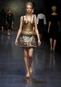 Devotion: quando il folklore incontra la passerella | FashionNewsMagazine