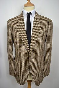 A VINTAGE 1960's HARRIS TWEED BELLE JARDINIERE PARIS BLAZER.    Item Description:        A MEN'S UK LARGE 42 REGULAR FITTING (detailed measurements given below). Brown colour. Two buttoned (all original). Flapped pockets at the waist and a slit pocket at the left breast. Single vented. Made from Harris Tweed. Brown lining with four inside pockets. Made in Paris, France for Belle Jardiniere. Genuine 1960's vintage. Excellent condition. Dry cleaned and steam pressed before being listed.